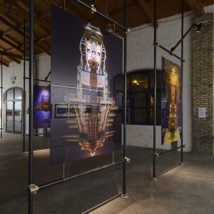 Allestimento mostra fotografica Dumbo Docks rigenerare Porto Marghera 2018